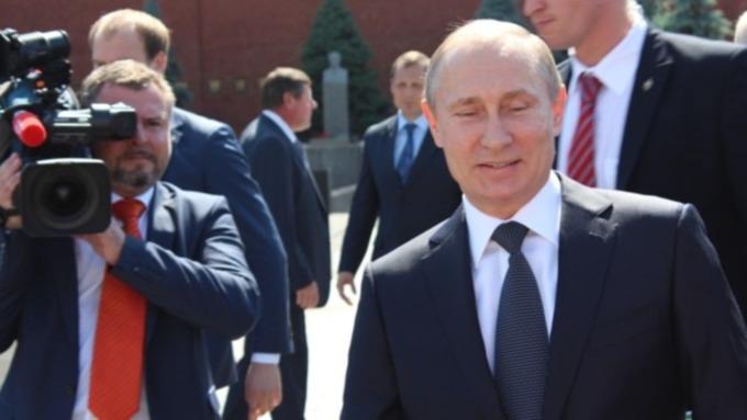 """Путин поручил запустить просветительские программы в """"Городах трудовой доблести"""""""