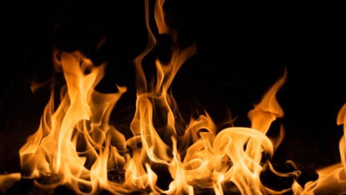 На Алтае сельчанин поругался с сожительницей и устроил в её доме пожар
