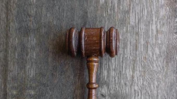 Родственников экс-замглавы Барнаула Сергея Демина могут наказать за их поведение в суде
