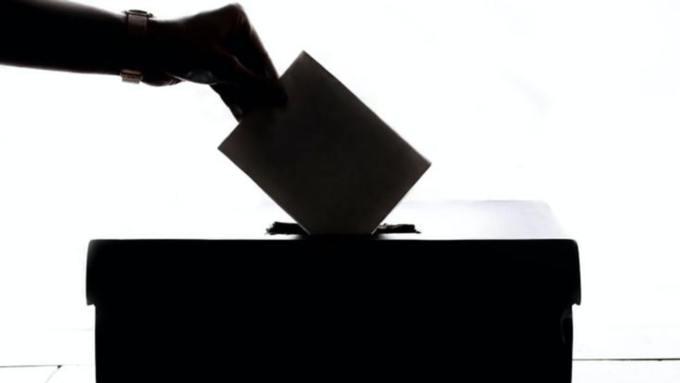 Избирком отменил решение о снятии коммуниста Александра Попова с выборов в АКЗС
