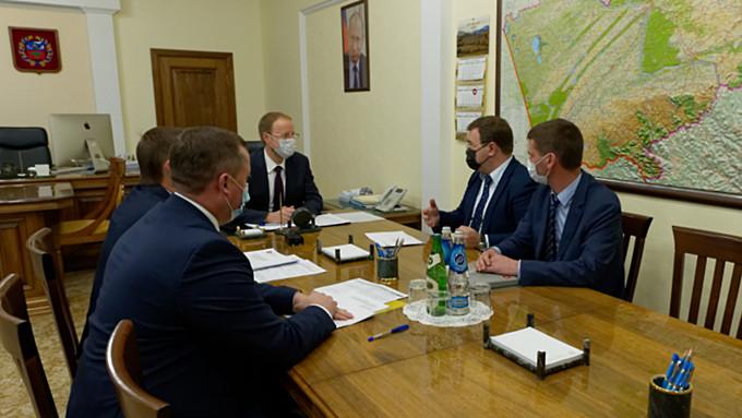 Томенко представили нового гендиректора Алтайского моторостроительного завода