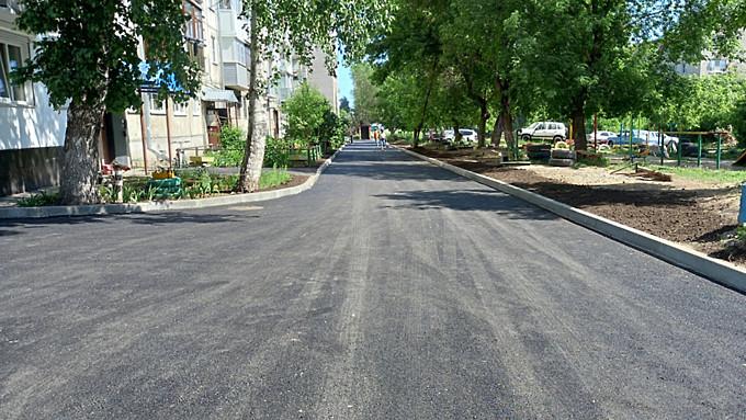 В Барнауле завершили асфальтирование дворов в рамках нацпроекта