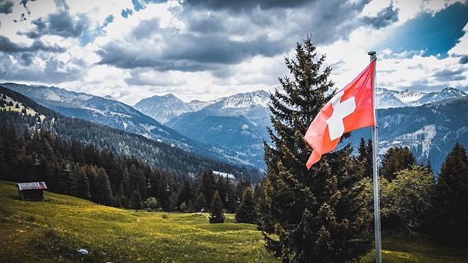Власти Швейцарии заплатят гражданам за привитых от коронавируса друзей