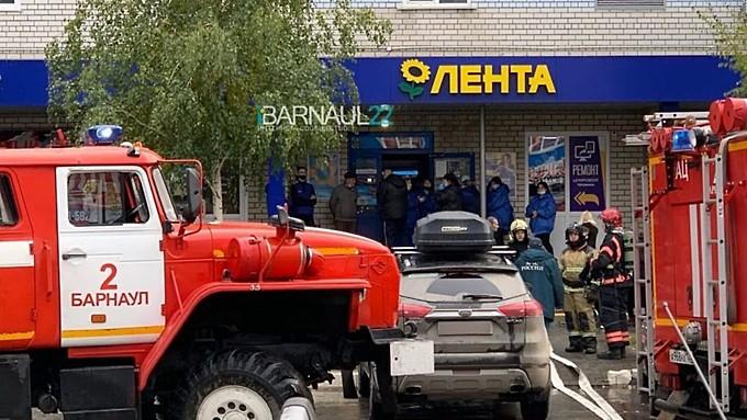 Людей эвакуировали из барнаульского супермаркета из-за короткого замыкания