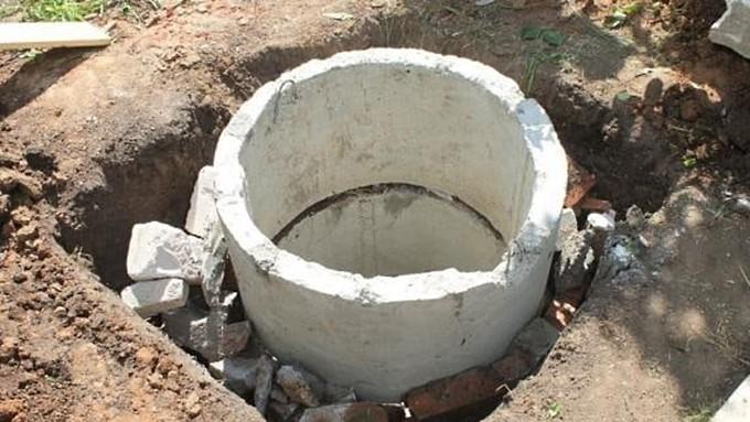 В Барнауле строителя раздавило огромным бетонным кольцом