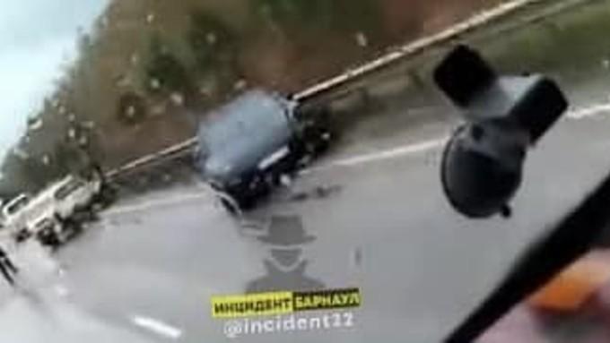 Два легковых авто столкнулись с фурой на трассе Алтай – Кузбасс