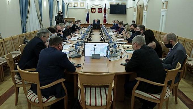 Непривитых сотрудников в мэриях Бийска и Барнаула отстраняют от работы