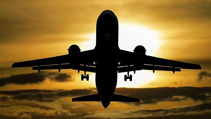 Врачи из Санкт-Петербурга спасли жизнь пассажиру, который летел на самолёте в Барнаул