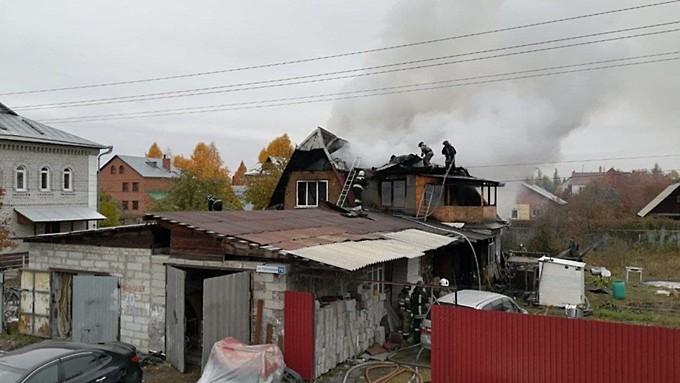 Человек погиб во время пожара в барнаульском частном секторе