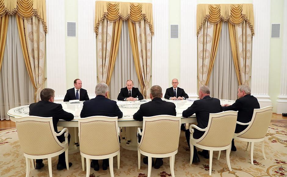Путин провёл встречу спятью ушедшими вотставку губернаторами