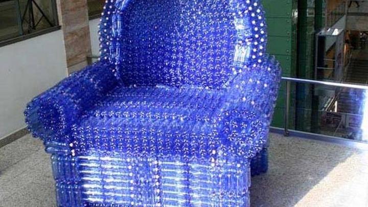 Из пластиковых бутылок кресло