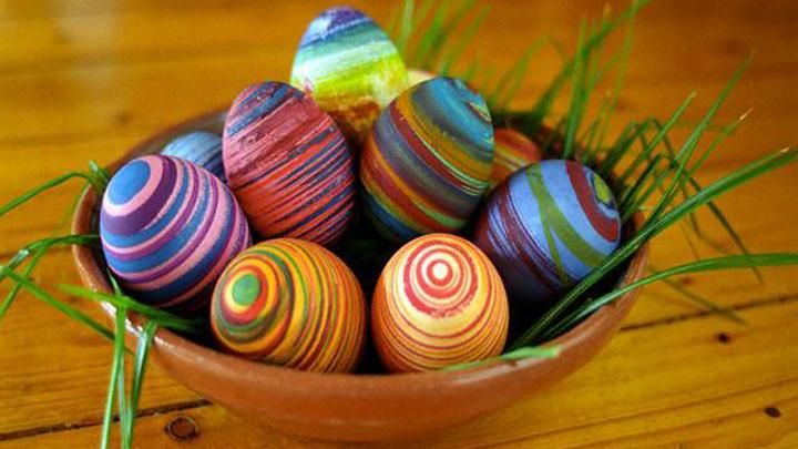 Красим яйца на Пасху: 10 простых и безопасных способов
