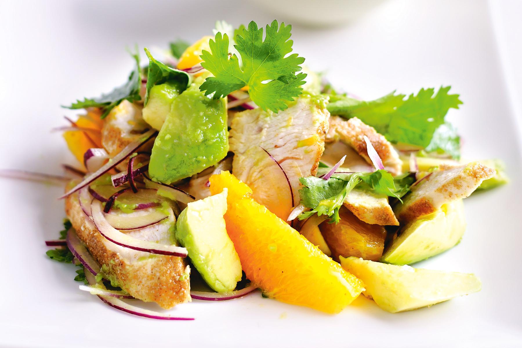 зеленый салат с курицей и апельсинами специально