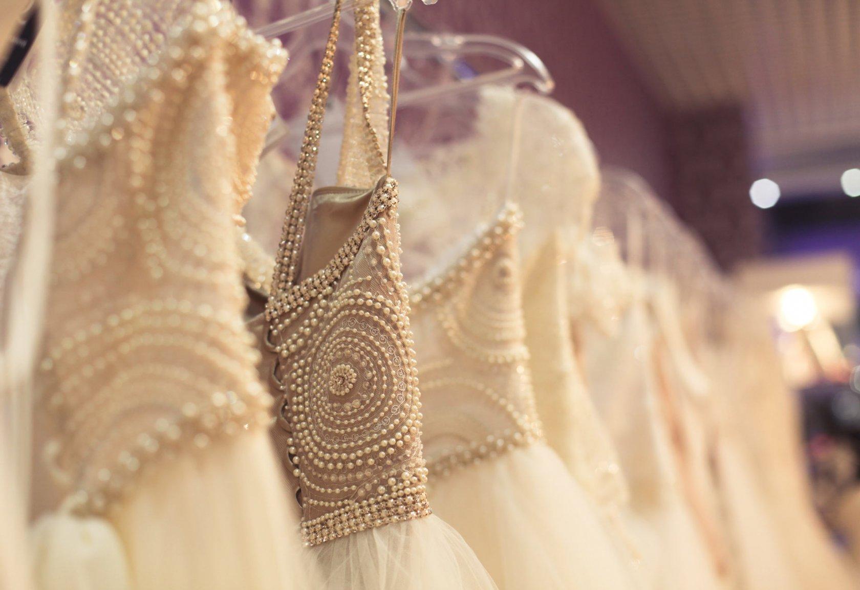 61479761ca9 Свадебные платья из некоторых коллекций сотрудники салона могут привезти на  заказ (платье отшивается непосредственно по вашим меркам). Купить свадебное  ...