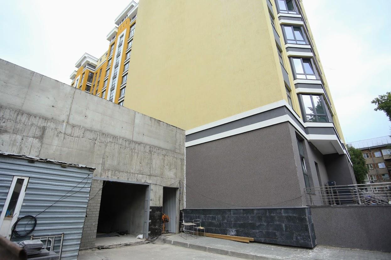 """Лестница-кудесница и чудо-лифт. """"Сказ"""" о том, как жильцы элитного ЖК добираются в квартиры"""