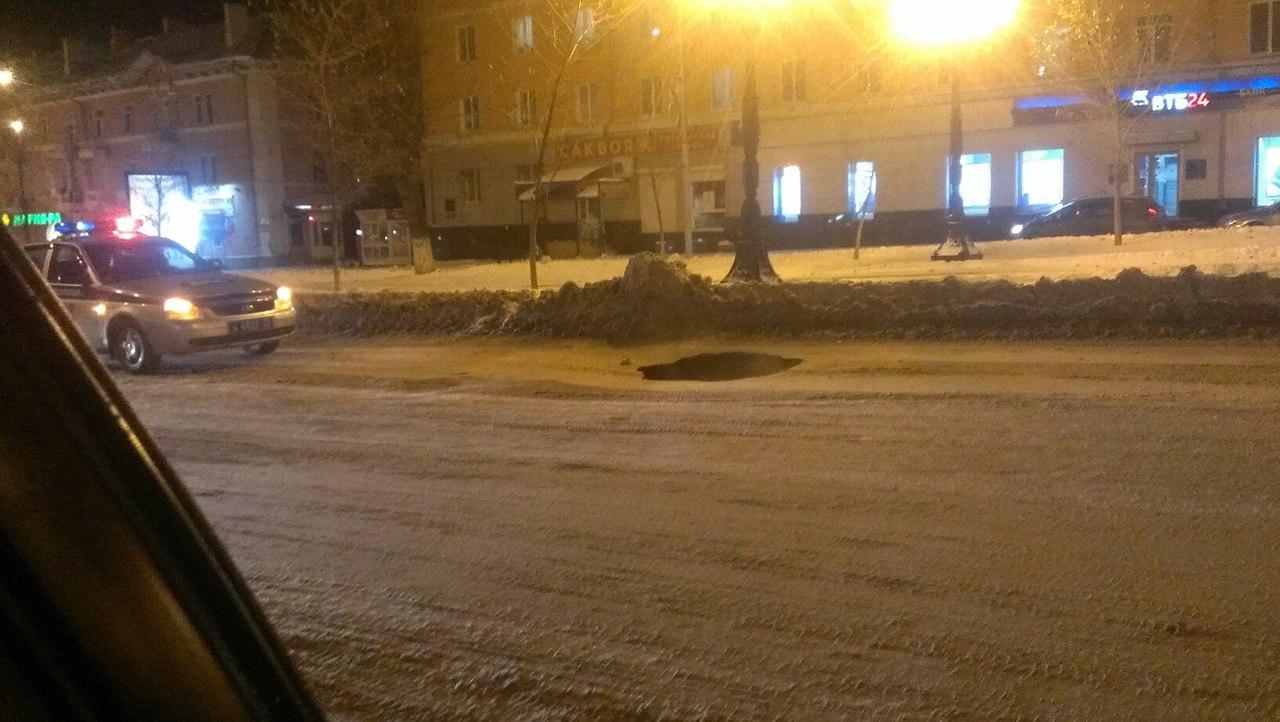 Участок проспекта Ленина вБарнауле перекрыли из-за провала асфальта