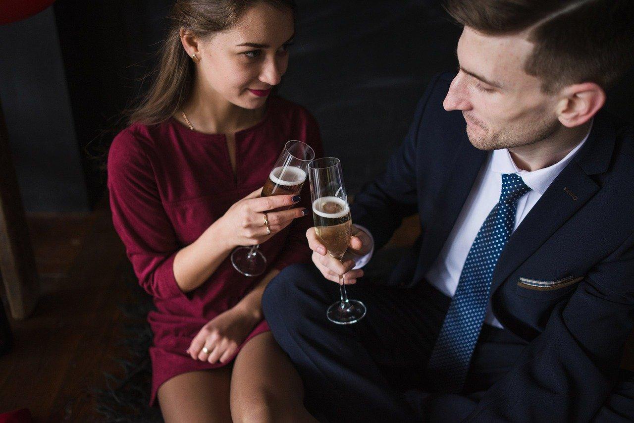 Как себя вести с парнем который нравится: шесть принципов управляемого сближения