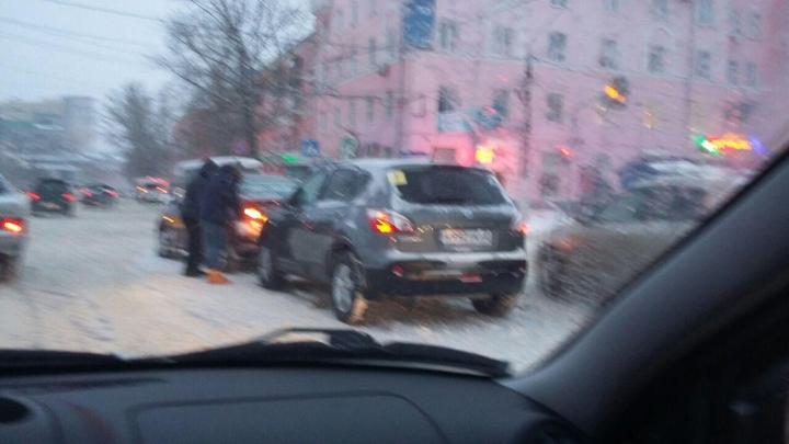 В Барнауле после в догонялки столкнулись автобуса